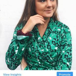Smuk grøn slå om trøje fra deviér. Brugt få gange for 2 år siden