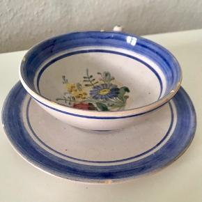 Fin blå kop med blomst sælges!