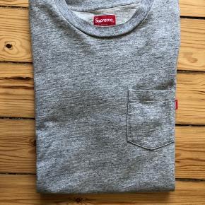 Ny supreme t-shirt, brugt en gang. Fejl køb :)