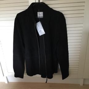 Skind jakke, aldrig brugt. Nypris 2300.