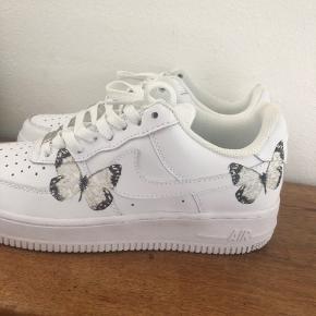 Custom Nike Airforce med sommerfugle på