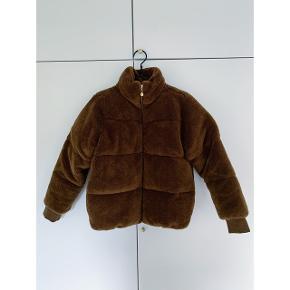 Ny Aria jakke fra Stine Goya. Købt for lille og derfor ubrugt.