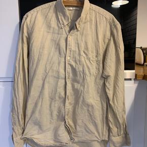 Sælger denne lækre Our Legacy skjorte, da den ikke bliver brugt nok. Kom med et bud.