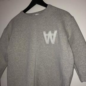 Wood Wood sweatshirt grå str. Small Vasket 1 gang  Nypris: 1000kr.
