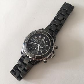 """Armbåndsur af Chanel Paris  Model """"J12"""" Swiss Made  Skriv privat besked til mig for flere billeder eller mere info :)"""