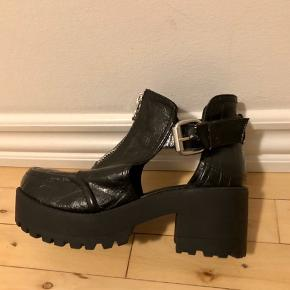 Manufacturer's size 38, however the fit is definitely larger - the reason I put them on only once and selling them. Good quality and easy to walk on.  *Can meet in Copenhagen upon agreement*