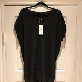 Helt nye stella Nova kjole stadig med prismærke. Sort med små sten. Str 38