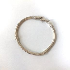 Det fineste sølv armbånd, som man evt. kan komme led på.  Selvom der er angivet en pris på flere af mine annoncer, tager jeg altid imod bud. 😃  #30dayssellout