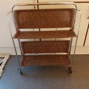 Vintage serveringsvogn. Er yderst velholdt og uden rust. Tlf. Henv. 20991558.