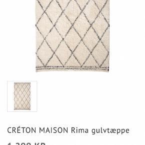 Fedt gulvtæppe nypris 1299kr købt i sinnerup mærket creton maison 😊 købt fra ca et år siden men ligger bare i stuen og er behandlet pænt😊