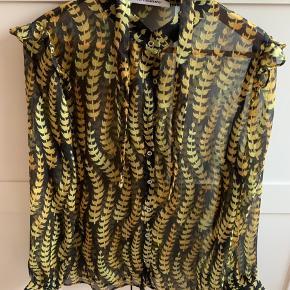 Helt ny skjorte fra Co'couture. Har matchende nederdel, hvis man ønsker hele sættet🌸