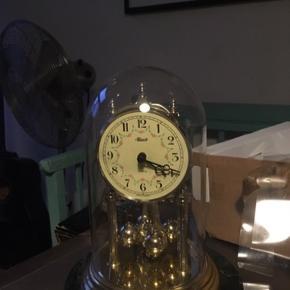 Bord ur -fast pris -køb 4 annoncer og den billigste er gratis - kan afhentes på Mimersgade 111 - sender gerne hvis du betaler Porto - mødes ikke andre steder - bytter ikke