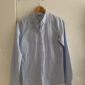 Sælger denne skjorte fra noisy May i str m Nypris var 350 Byd endelig