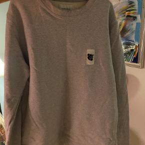 Tonsure sweater