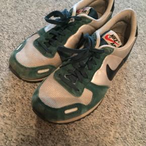 Fede sneakers fra Nike. Str 40. De er i god stand, men lidt brugt.  Kom med et bud :-)
