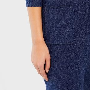 Ikke brugt særlig mange gange. Fin stand!  Sælges i farven grøn.  VMBRILLIANT 3/4 DRESS BOO   -To lommer -Stretchy -Rund hals -3/4 ærme  Lækkert strik.  BESKRIVELSE:  A casual look is achieved with this uncomplicated knit dress by VERO MODA. Combine with sneakers to create a sporty outfit or with boots and a white shirt to make it a business look. The dress convinces with  it´s simple cut and the timeless design. The mottled knit makes it look rather casual than classic.  89% Polyester 8% Alpaka 3% Elastan  For flere billeder se i kommentar.  Se også mine andre annoncer ;)  # Warm dress Knit dress Long sleeves  Varm kjole Strik kjole Lange ærmer