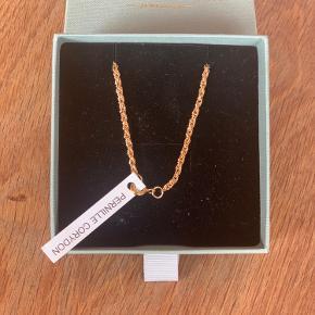 Sælger min Pernille C kæde 55-60 cm. 925 Sterling sølv, belagt med 18 karat guld  Nypris 700kr Din pris 300kr  Original æske medfølger 📦