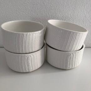 4 skåle fra Normann Copenhagen  Prisen er samlet for alle 4  Sender ikke disse pga risikoen for skade  Afhentes i 8520 Lystrup