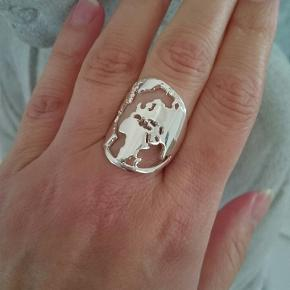 Sølvbelagt: justerbar ring.