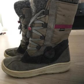 Varetype: Støvler Farve: Beige Oprindelig købspris: 899 kr.  Super fine Ecco støvler - brugt 1 sæson