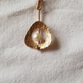 Syretestet til min. 8 karat guld. Handler med returret, så køber kan være sikker på det er guld