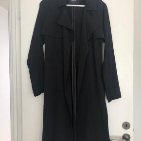 Project Unknown thin trench coat. Lovely for summer/autumn days. Purchased for 800kr - worn only a few times. In perfect condition.