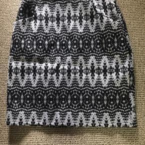 Smuk nederdel fra H&M i str 36 Brugt ganske lidt