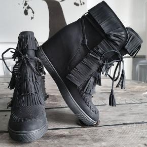 Indian wedge sneakers boots med frynser, ubrugte