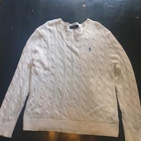 Ralph Lauren sweater, super fin sweater men der er lidt misfarvninger foran. Derfor sælges den lidt billigt