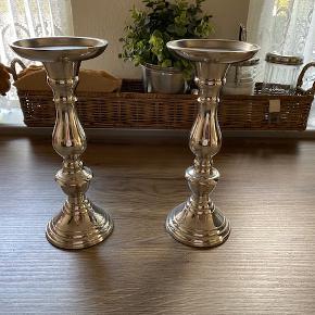 Sølvstager Lene Bjerre 22 cm høje,kan anvendes både til bloklys og kronelys