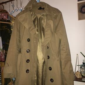 Super flot brun grøn trenchcoat. Næsten ikke brugt. Vintage