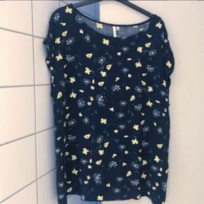 Succo T-shirt str Xxl men lille i str. Vil sige det en str xl :)