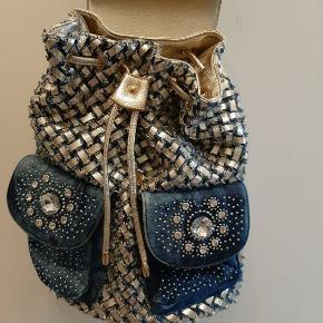 Cowboy / denim taske. Super flot med masser bling brugt få gange.
