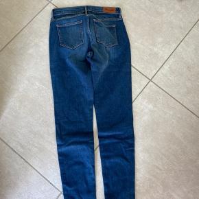 Fede wrangler jeans. Str. 26/30  Nypris 800.- byd