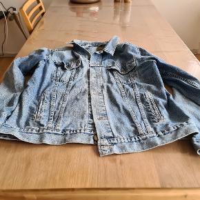 Fin Denim jakke str Xl fra Levis sælges. Afhentes I Kolding! :)