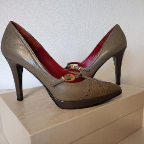 Italienske sko fra Sara Kent. Læder. Brugt kortvarigt et  par gange. Desværre for små og jeg har ikke tålmodighed til at udvide dem. Passer en 37, men ikke en 38.