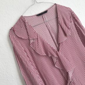 Skjorte fra ZARA str. M, aldrig brugt 🛍 nypris 400 Bytter ikke og sender på købers regning