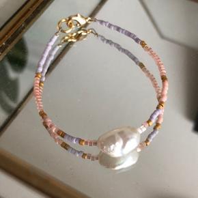 Perle armbånd med  🐚1 stor barok ferskvandsperle Mål: 16,5-18,5 cm Lås: forgyldt messing  #trendsalesfund  Se mine andre annoncer med smykker