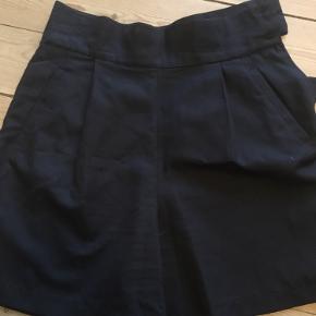 Vintage shorts - står egentlig til at være en str L, men fitter nærmere en S-M