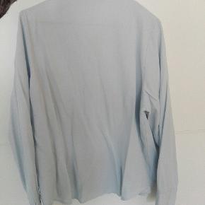 Vintage lyseblå skjorte, lille i størrelsen, passer en M👚