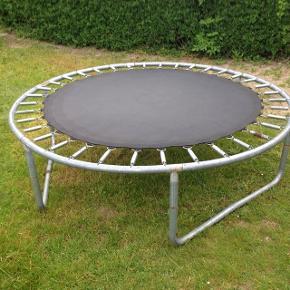 God trampolin lidt rust men betyder intet Byd☺️ afhent i munkebo