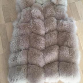 Lækker pelsvest BYTTER gerne til en grå    Eller mp er 2200 kr.