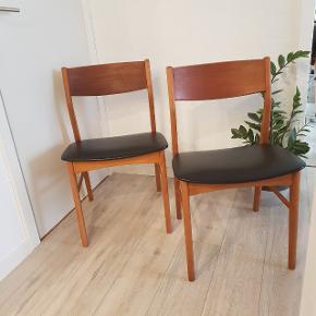 2 stole, teak. Har Patina men stadig pæne. Sælges samlet for 450 kr