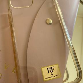 Richmond & Finch cover til iphone 11 pro  Det har et lille mærke fra en magnetisk ring ☺️