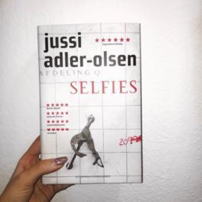 SELFIES af Jussi Adler Olsen sælges, da jeg aldrig blev den læsehest, som jeg havde håbet. Prisen er uden fragt, som køber selv betaler :)