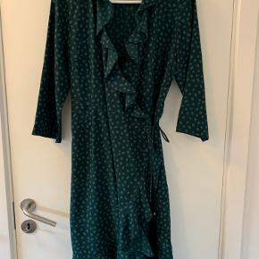 Sød kjole med slå-om effekt