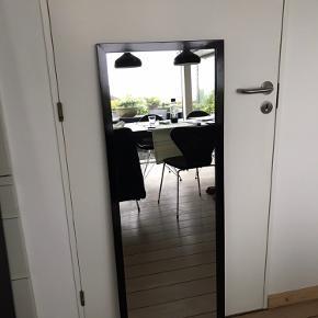 1 stk spejl fra Idé møbler i målene 45 x 125 cm. Står med minimale brugsspor.