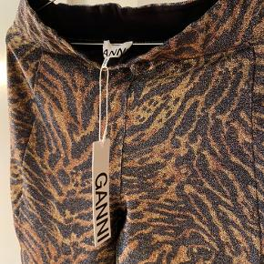 Super cool Ganni glimmer leggings i str 40!! 🤎 De er helt nye og har stadig tags!   Nypris: 800 kr.