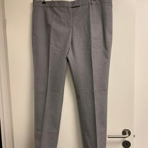 Bukser med læg og sidelommer  Lidt herremodel i lækker uld stof der ikke kradser ... så flotte 😊👍  Bytter ikke
