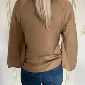 Lækker skjorte fra Mbym kun brugt en gang,fremstår som ny😊